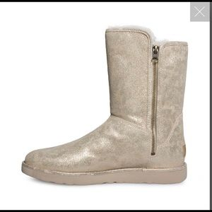 Ugg. Size 7. Never worn. Special edition narrow